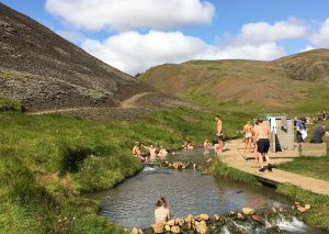 bad i heta källor på Island i floden reykjadalur