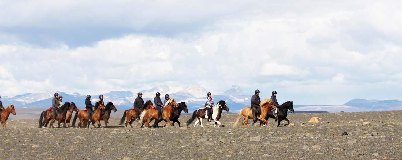 Fantastisk ridning på islandshästar med magisk utsikt över berg på Island