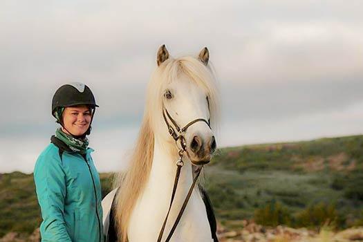 Ryttare med islandshäst